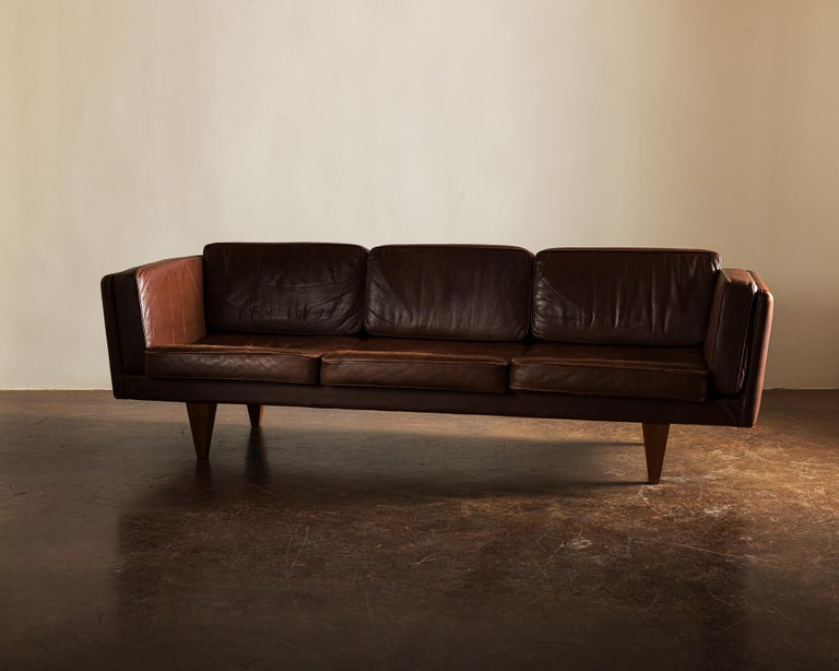 Mid-20th Century Illum Wikkelsø Sofa V11 in Brown Leather for Holger Christiansen, Denmark, 1960s For Sale