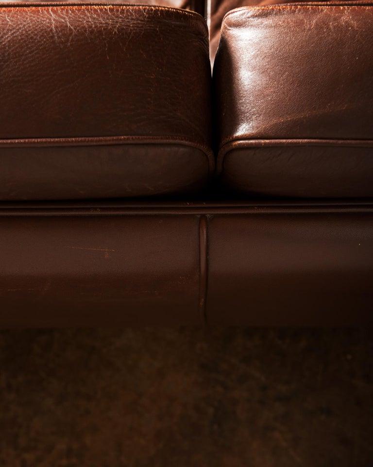 Illum Wikkelsø Sofa V11 in Brown Leather for Holger Christiansen, Denmark, 1960s For Sale 3