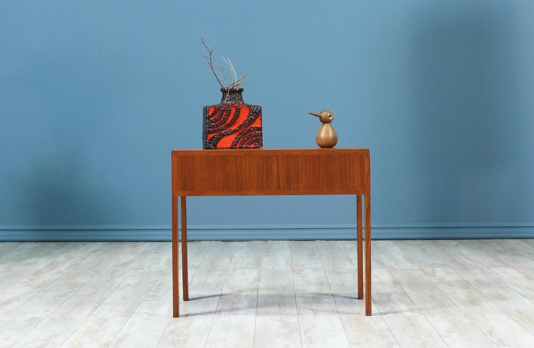 Mid-20th Century Illum Wikkelsø Table Set with Three Folding Side Table Trays For Sale