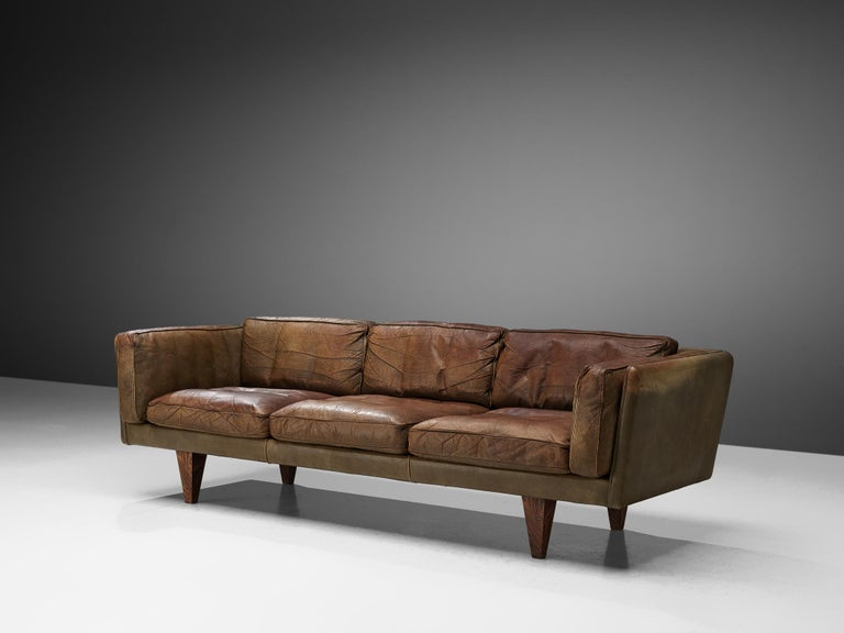 Illum Wikkelsø Three-Seat Sofa 'V11' in Brown Leather In Good Condition For Sale In Waalwijk, NL