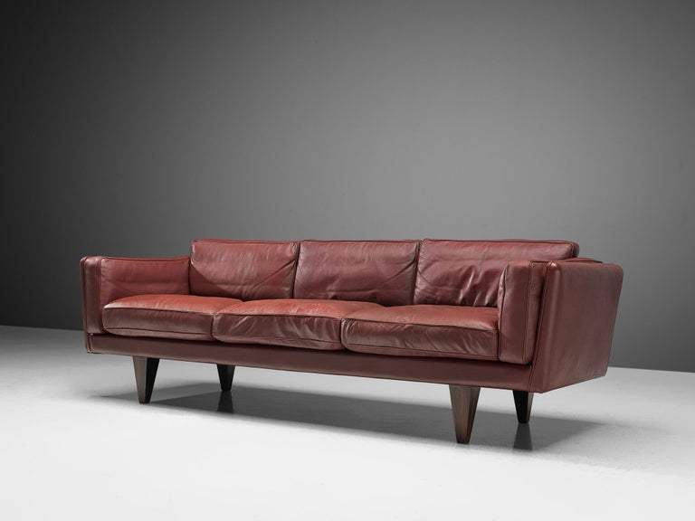Illum Wikkelsø Three-Seat Sofa in Burgundy Leather Fully Restored For Sale 4