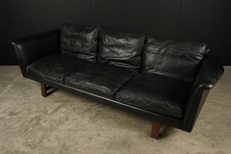 Vintage Illum Wikkelso leather sofa, Denmark, circa 1970. Original black leather upholstery. Produced by Aarhus Polstrermøbelfabrik, Model 493.