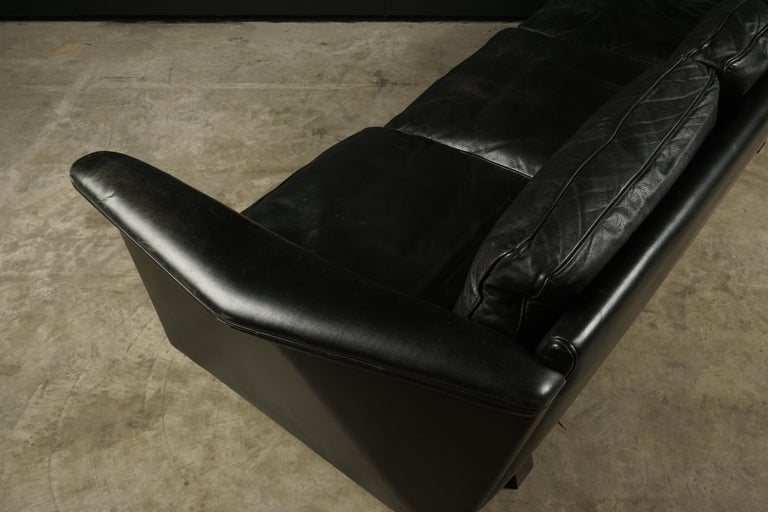 Vintage Illum Wikkelso Leather Sofa, Denmark, circa 1970 For Sale 1
