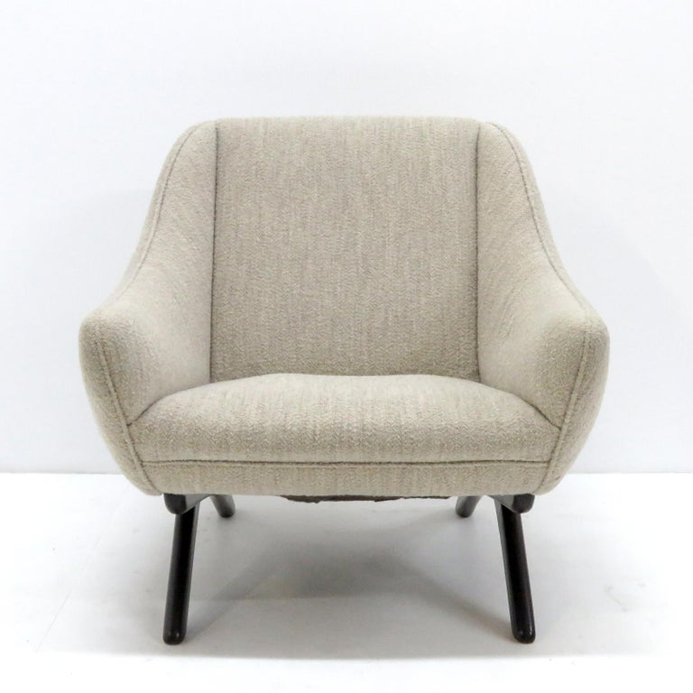 Remarkable lounge chair ML-90 by Illum Wikkelso for A. Mikael Laursen & Søn, Denmark, 1960s upholstered in light grey wool on a dark stained oak 'scissor leg' frame.