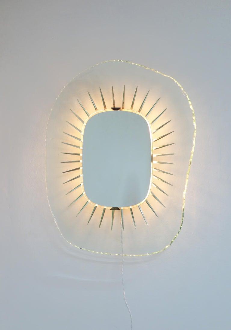 Italian Illuminating Glass Mirror Model 1657 by Max Ingrand, Ed. Fontana Arte circa 1958 For Sale