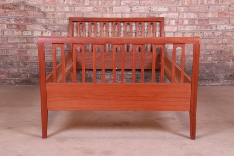 Illums Bolighus Danish Modern Teak Twin Size Bed, circa 1950s In Good Condition For Sale In South Bend, IN