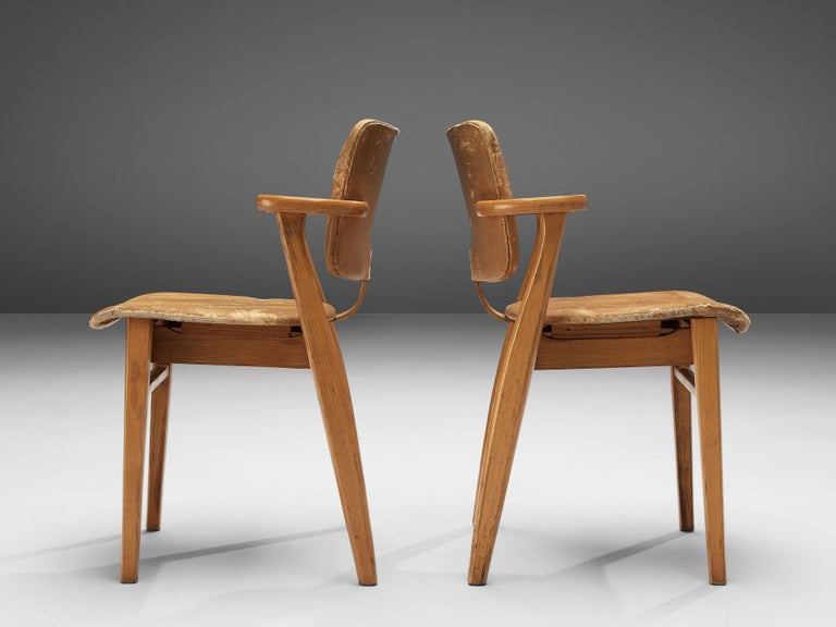 Ilmari Tapiovaara Armchairs 'Domus' in Beech and Patinated Leather In Good Condition For Sale In Waalwijk, NL