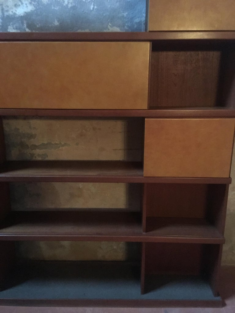 Mid-20th Century Italian Midcentury Wood and Leather Bookcase For Sale