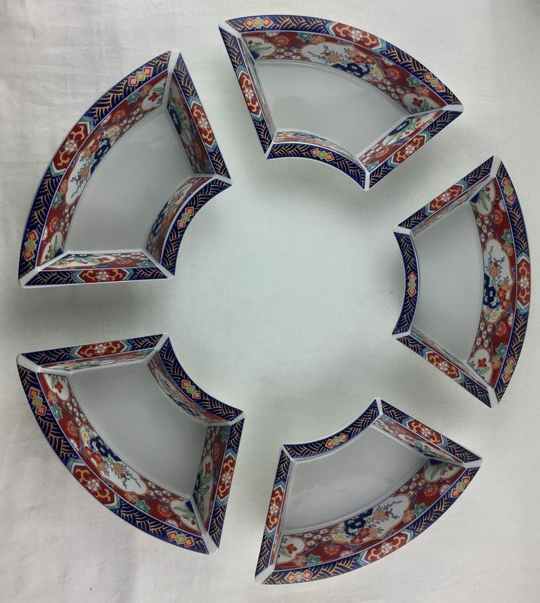 Imari hand painted service comprised of 5 dishes which can be used as an ensemble or separately, 20th century. 
