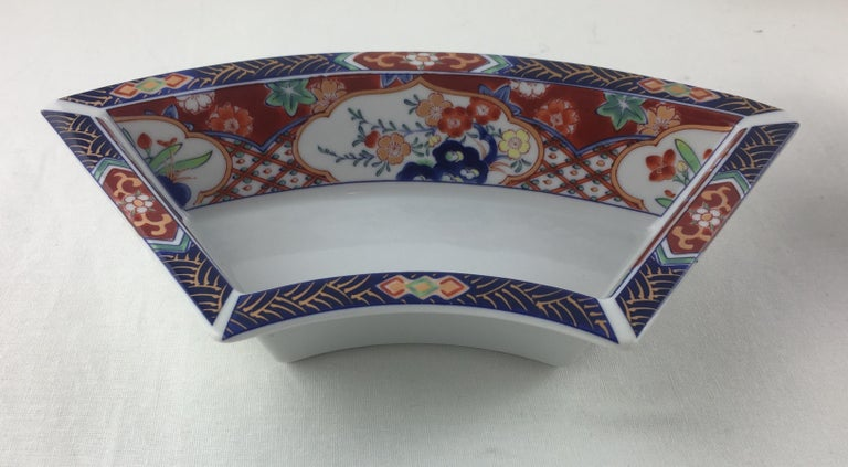 Hand-Painted Imari Octagonal Shaped Serving Dish Comprised of 5 Bowls For Sale