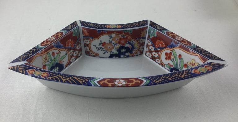 Imari Octagonal Shaped Serving Dish Comprised of 5 Bowls In Good Condition For Sale In Arles, FR