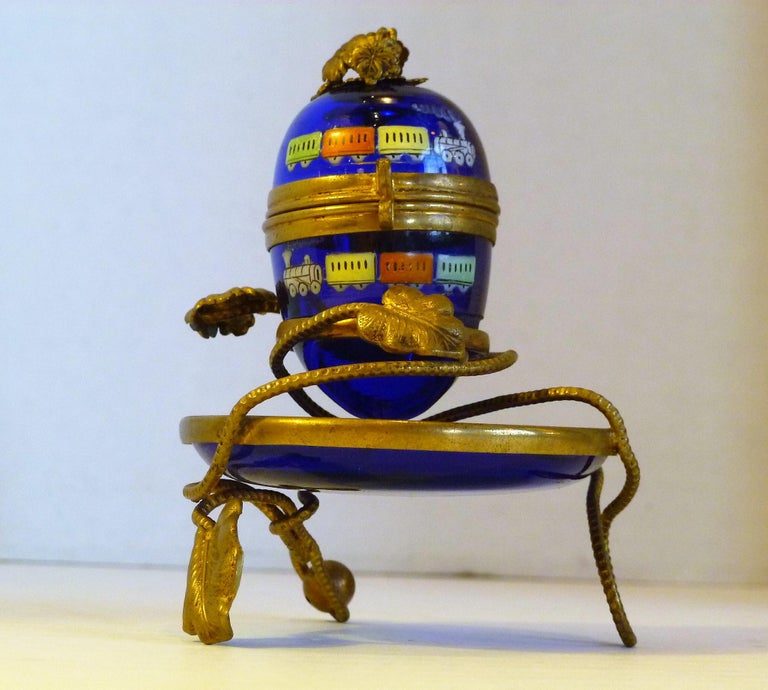 Imperial Glasswork of St. Petersburg 1900s Cobalt Blue Glass Egg on Stand For Sale 3