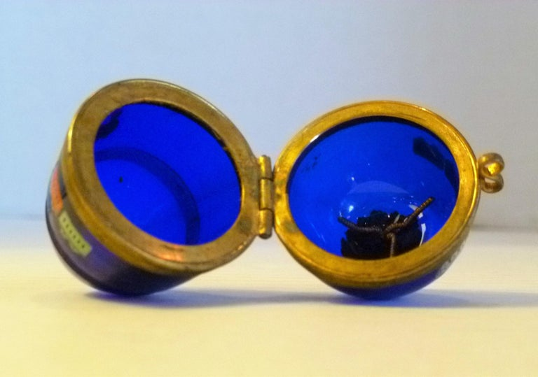 Imperial Glasswork of St. Petersburg 1900s Cobalt Blue Glass Egg on Stand For Sale 4