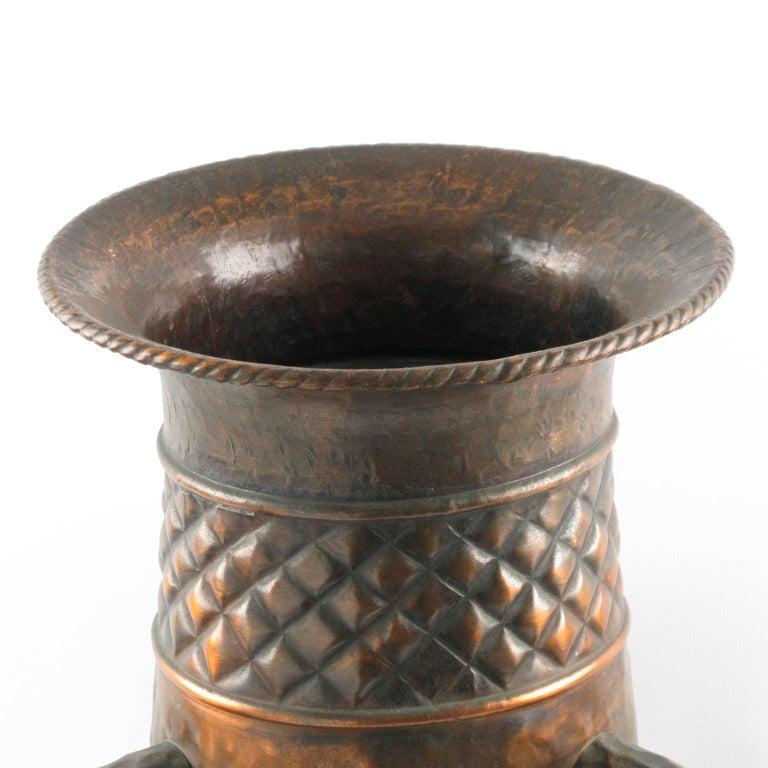 Important 1960s Italian Hammered Copper Baluster Urn Vase For Sale 4