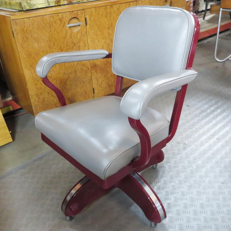Important Art Deco Executive Desk and Chair by Mauser For Sale 2