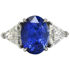 Important Blue Sapphire 3-Stone Engagement Ring Triangle Diamonds 8.76 Carat TW