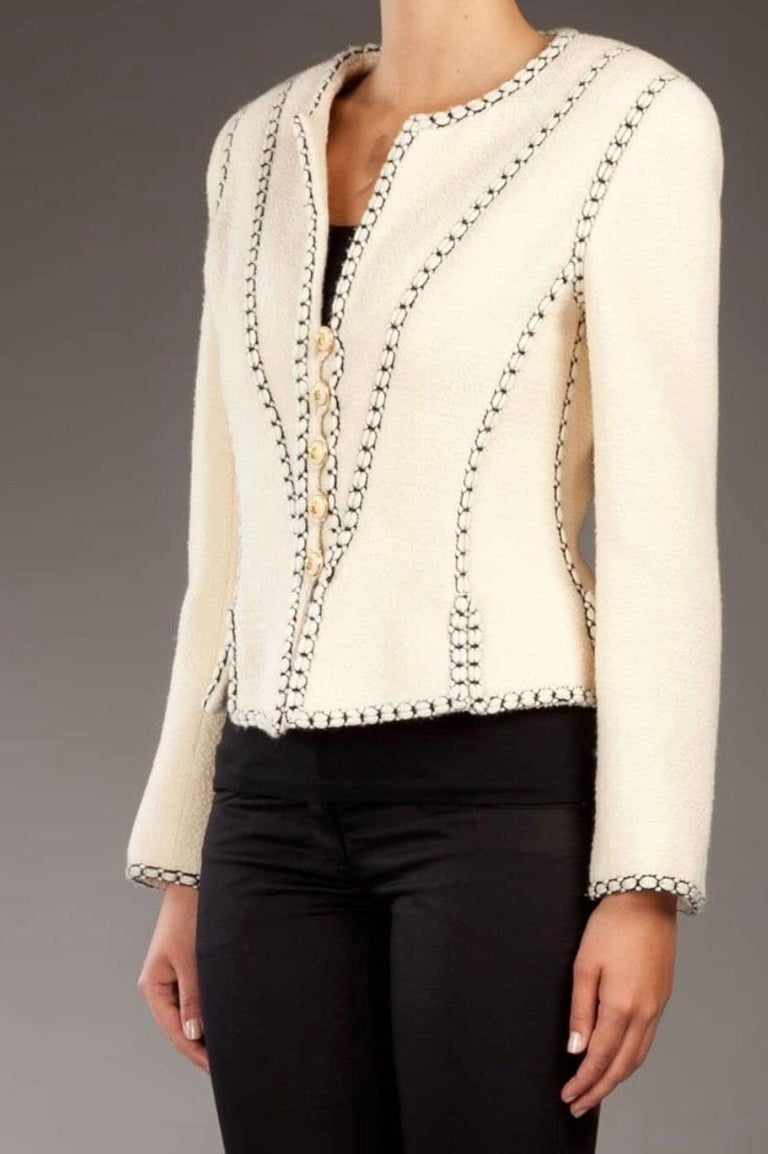 Important Chanel Ivory CC Logo Signature Jacket Blazer In Good Condition For Sale In Switzerland, CH