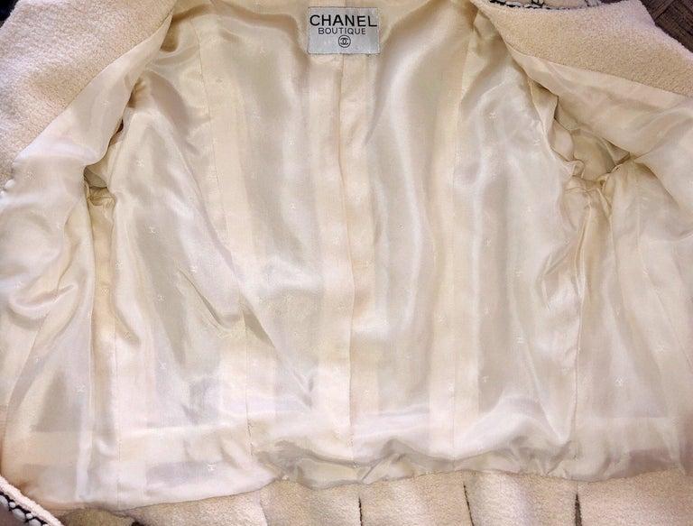 Important Chanel Ivory CC Logo Signature Jacket Blazer For Sale 2