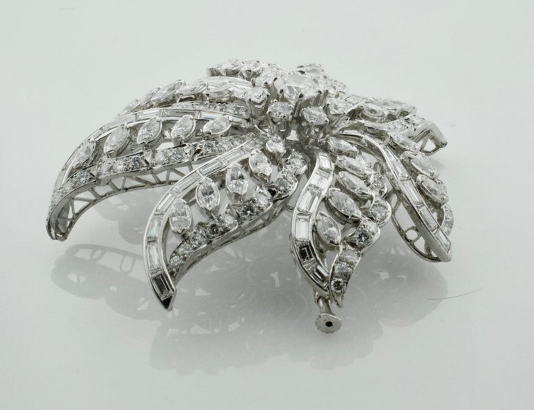 Important Diamond Flower Brooch in Platinum, circa 1940s 15.65 Carat In Excellent Condition For Sale In Wailea, HI