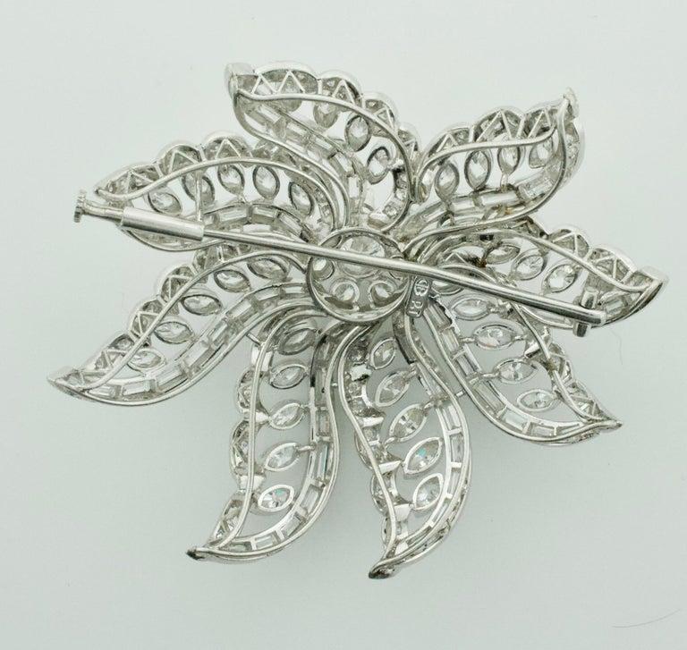 Important Diamond Flower Brooch in Platinum, circa 1940s 15.65 Carat For Sale 1