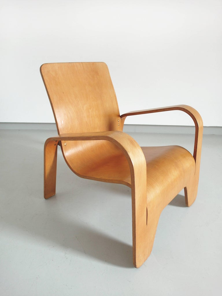 Important Dutch modernist chair, the LaWo1 chair designed by Han Pieck for Lawo Ommen, The Netherlands 1946. The LaWo1 chair is brilliantly designed and made from several layers of birch plywood. The rear legs are fixed to the seat back by brass