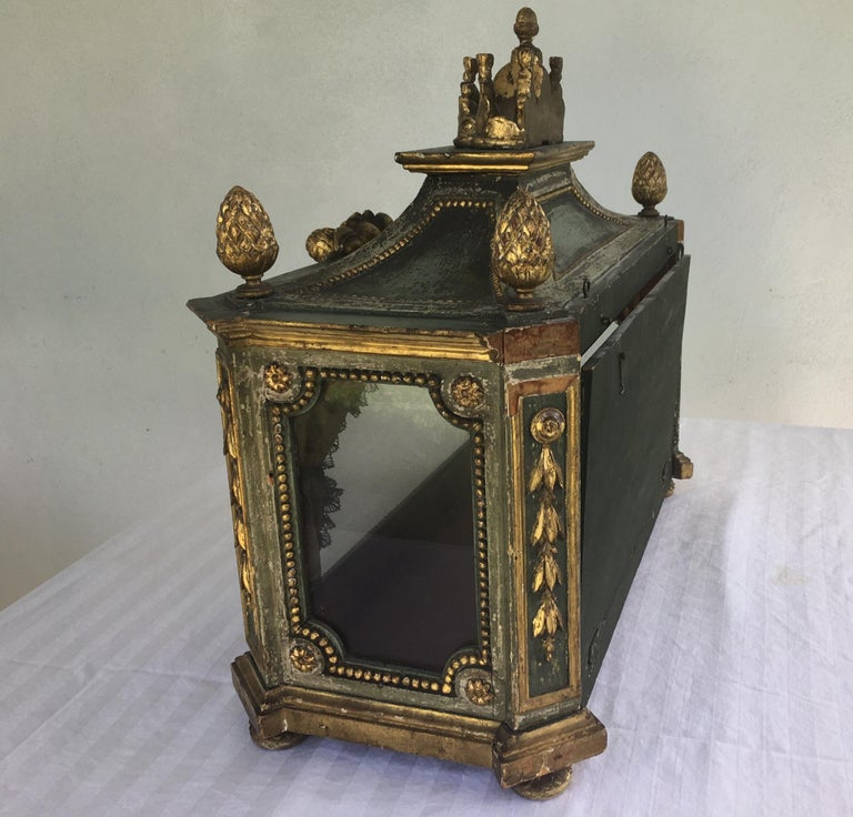 Important Early 18th Century Italian Baroque Reliquary Casket For Sale 4
