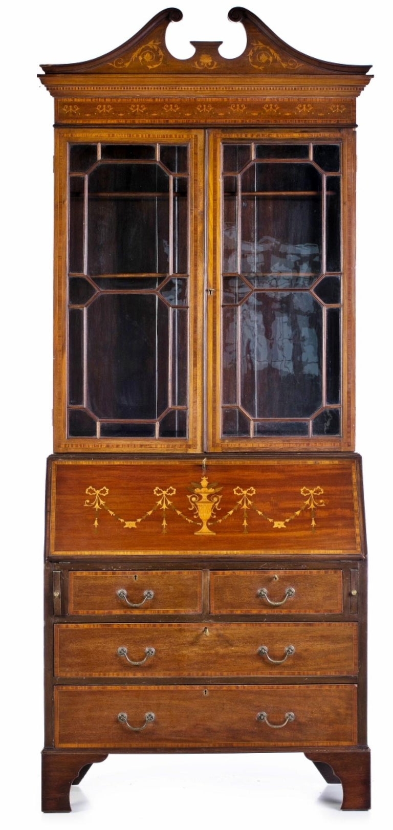 English secretary with elevation English, from the 19th century. In mahogany wood. Upper body with two glass doors, interior with shelves. Neoclassic pediment shaped finish. Lower body consisting of 2 drawers and 2 drawers, factory with central