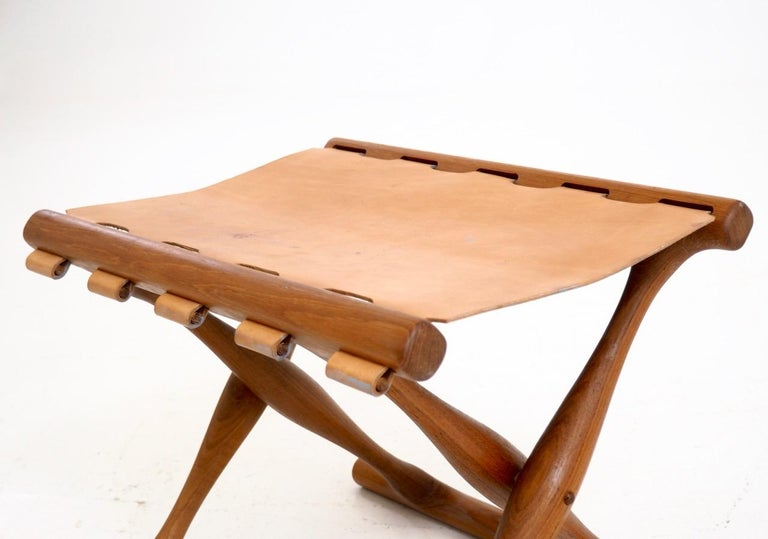 Important folding stool by Poul Hundevad in teak wood and leather seat Measures: H. 39 W. 48 D. 36 cm  H. 15.3 W. 18.8 D. 14.1 in.