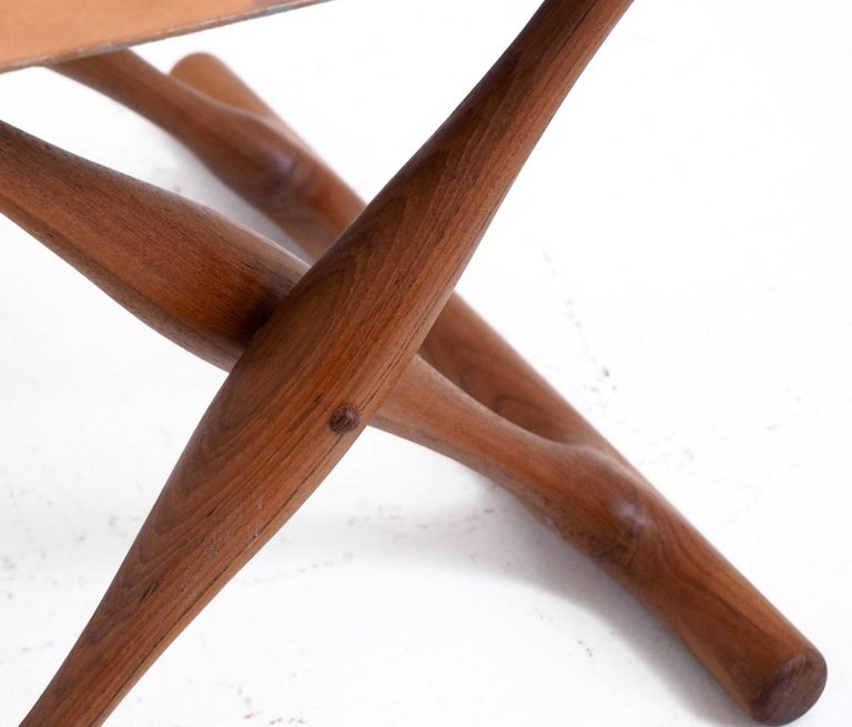Important Folding Stool by Poul Hundevad in Teak and Leather In Good Condition For Sale In Aalsgaarde, DK
