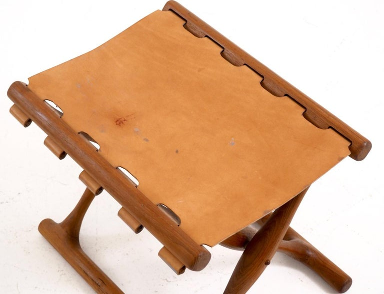 Important Folding Stool by Poul Hundevad in Teak and Leather For Sale 1