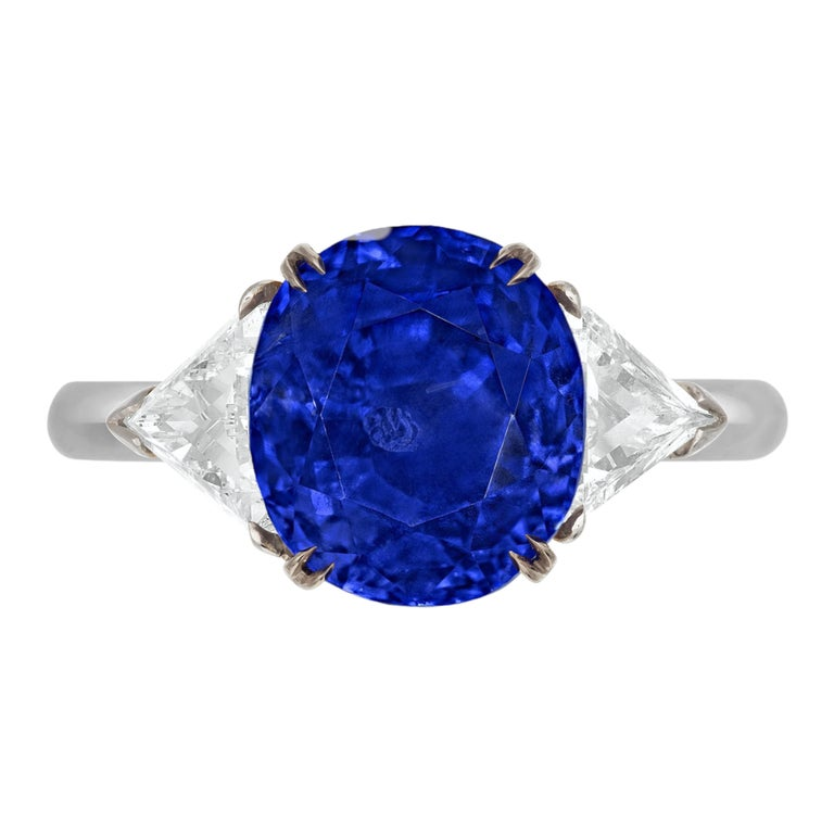 Important Gubelin SSEF AGL Certified 6.50 Carat Kashmir Blue Sapphire Ring For Sale