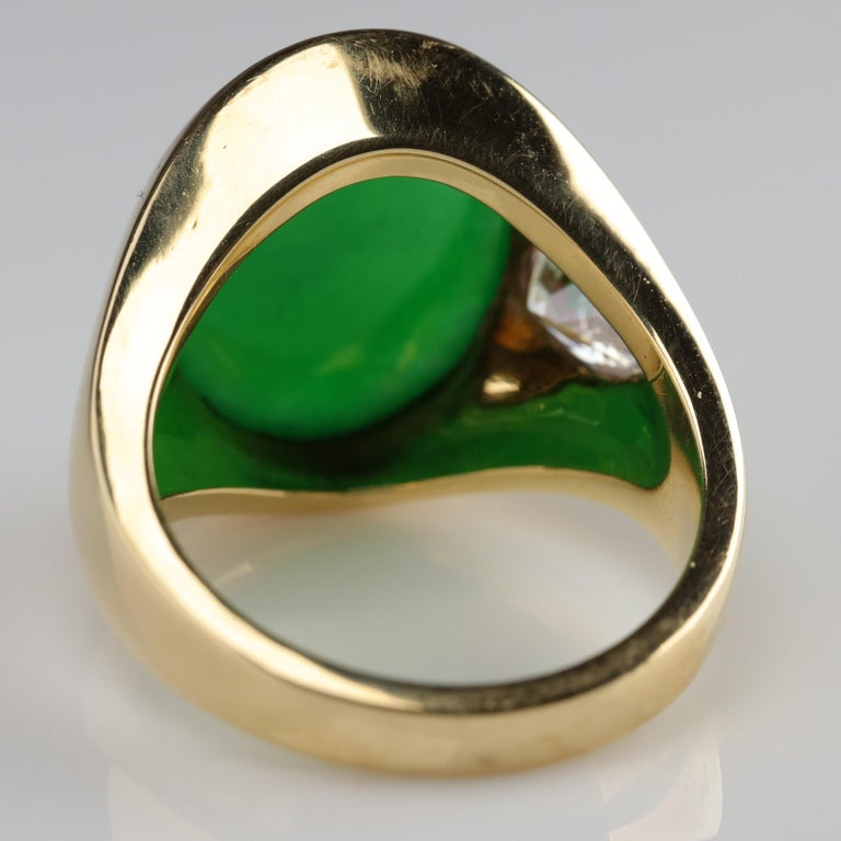 Important Jade Ring with Diamonds Midcentury Untreated In Excellent Condition For Sale In Southbury, CT