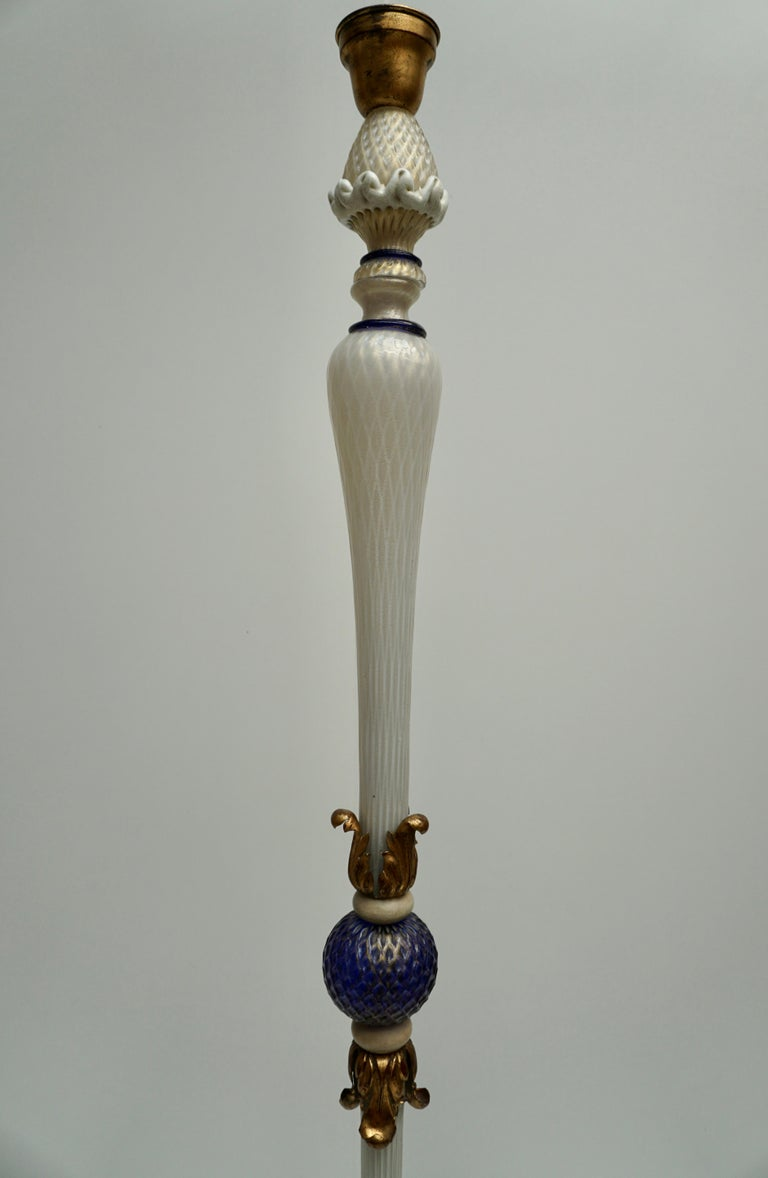 Important Murano Gold Inclusion Glass Floor Lamp Attributed to Seguso circa 1950 For Sale 3