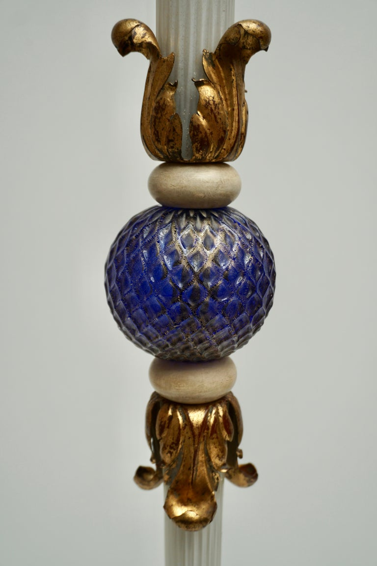 Important Murano Gold Inclusion Glass Floor Lamp Attributed to Seguso circa 1950 For Sale 2