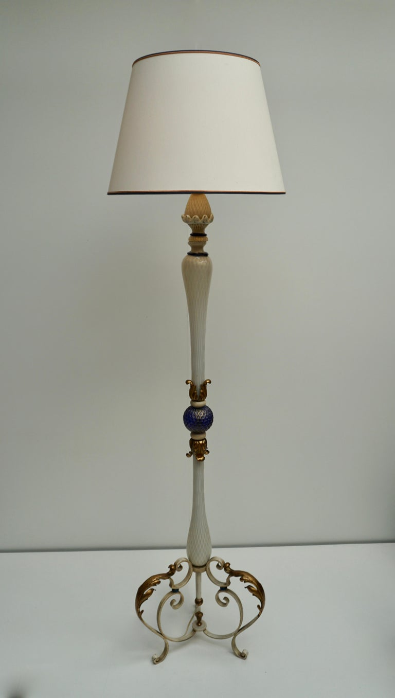 Hollywood Regency Important Murano Gold Inclusion Glass Floor Lamp Attributed to Seguso circa 1948 For Sale
