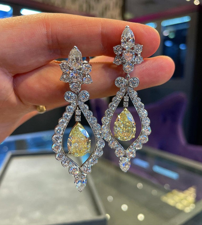 Van Cleef & Arpels Fancy Yellow Diamond Earrings In Excellent Condition For Sale In New York, NY