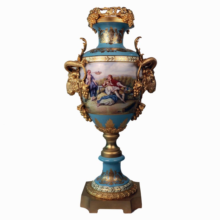 These have huge decorative impact. Decorated with