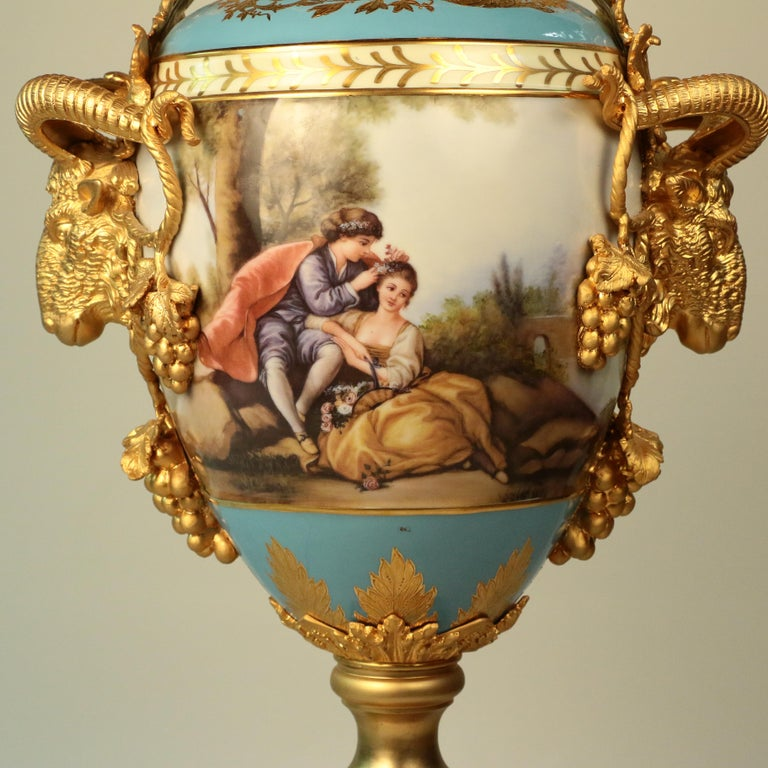 Imposing Louis XVI Style Pair of Sèvres Style Vases In Good Condition For Sale In Montreal, QC