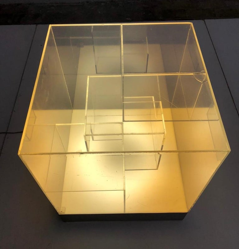 Impressive Italian Acrylic Light Sculpture in the Style of Gianfranco Fini, 1969 For Sale 6