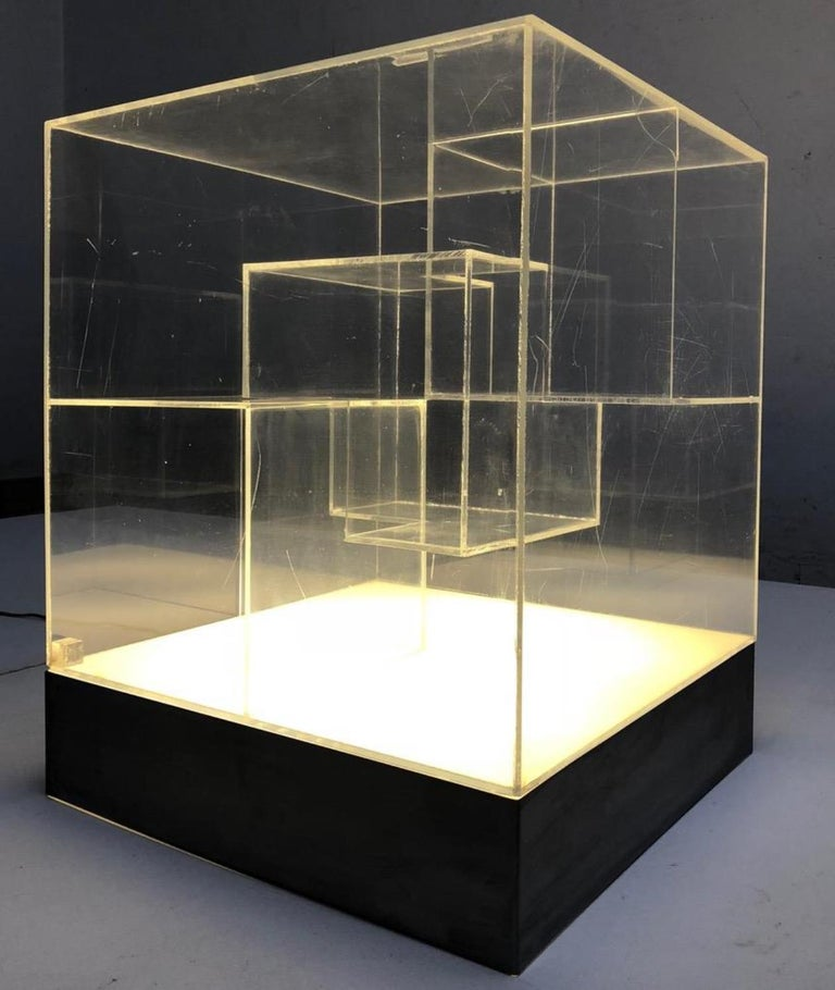 Minimalist Impressive Italian Acrylic Light Sculpture in the Style of Gianfranco Fini, 1969 For Sale