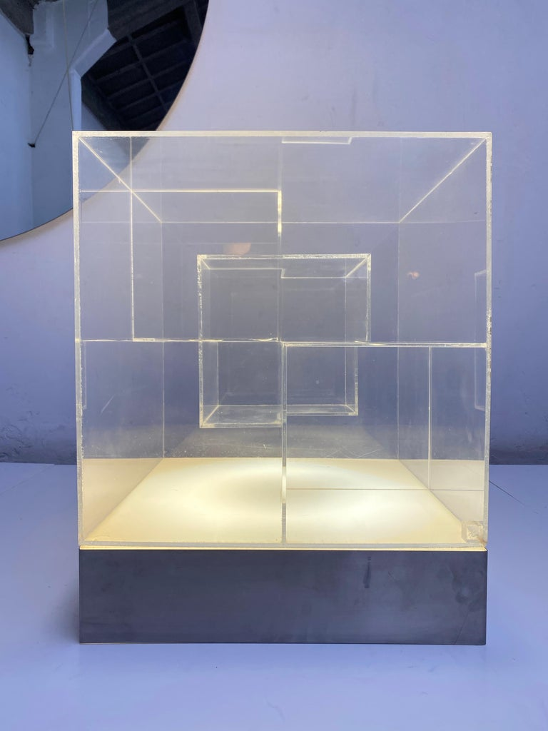 Impressive Italian Acrylic Light Sculpture in the Style of Gianfranco Fini, 1969 For Sale 1