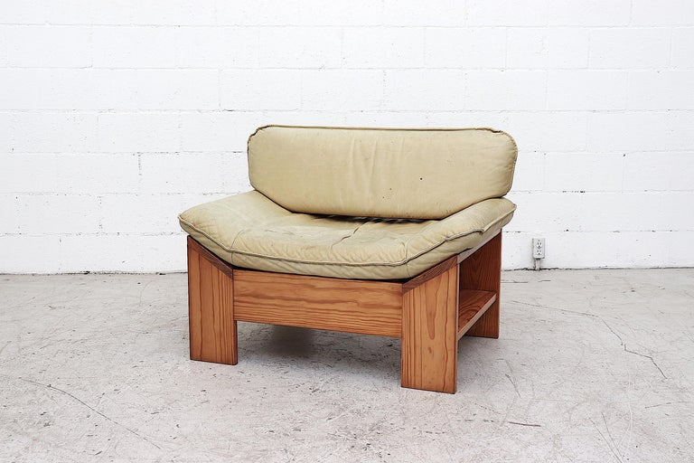 Mid-Century Modern Impressive Leolux Pine and Leather Lounge Chair For Sale