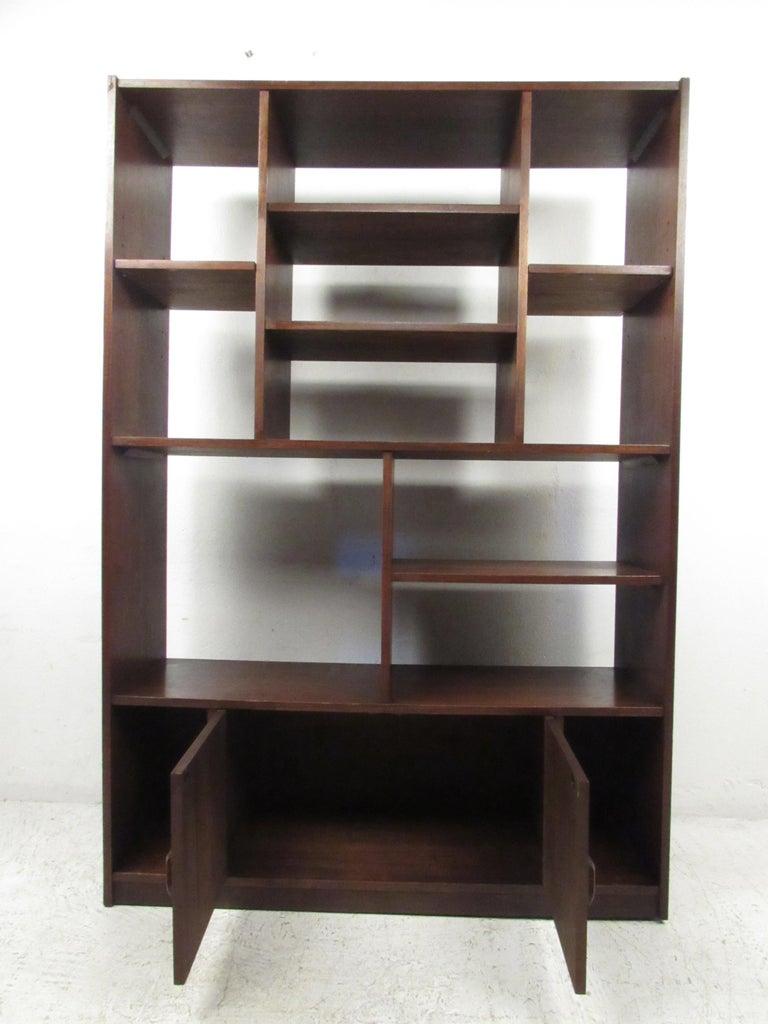 Mid-Century Modern Impressive Midcentury Walnut Bookcase or Room Divider For Sale