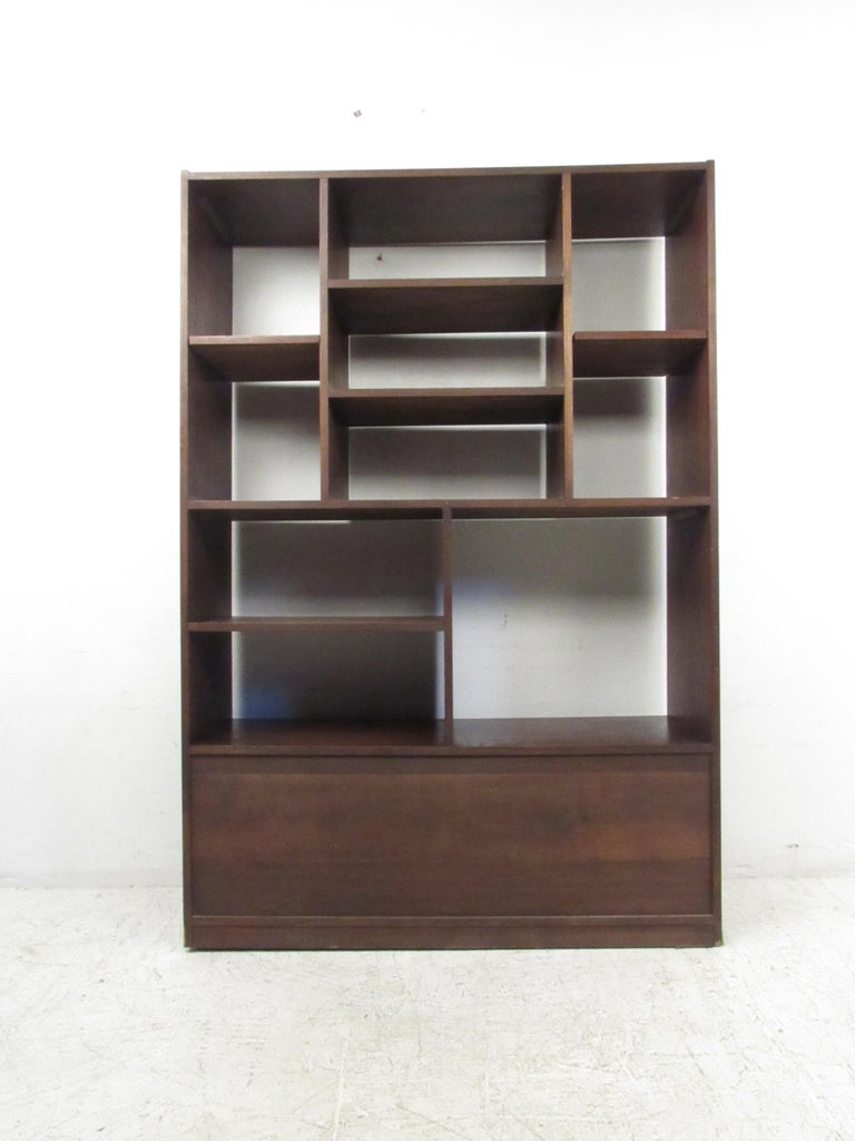 Impressive Midcentury Walnut Bookcase or Room Divider In Good Condition For Sale In Brooklyn, NY
