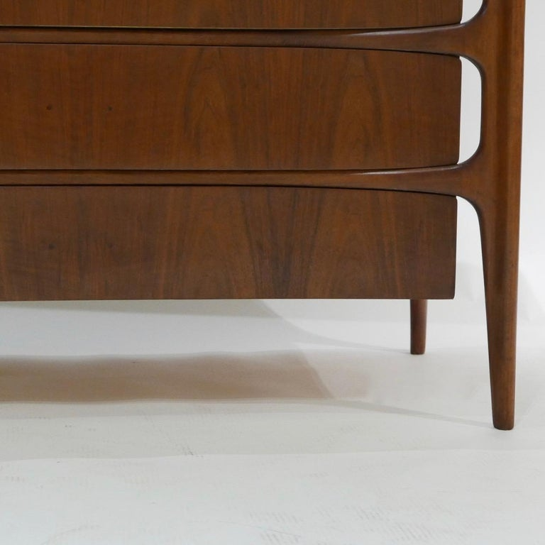 Impressive William Hinn Swedish Book-matched Gentlemen's Chest with Top Cabinet In Good Condition For Sale In Hudson, NY