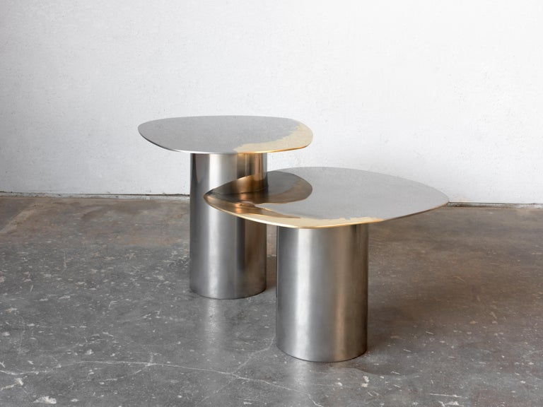 In Stock Polished Bimetal Two-Tone Brass Stainless Steel Nesting Tables In New Condition For Sale In Santa Monica, CA