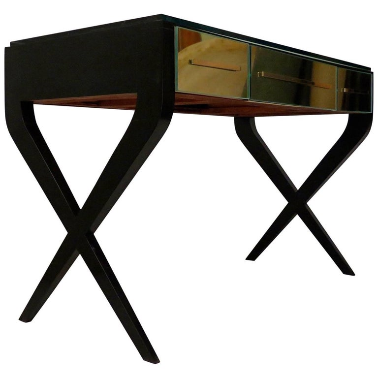 Gorgeous desk, design in the style of Gio Ponti, recognizable leg style, the wood that forms an