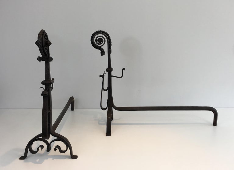 In the Style of Schenck. Pair of Hammered and Wrought Iron Snails Andirons In Good Condition For Sale In Marcq-en-Baroeul, FR