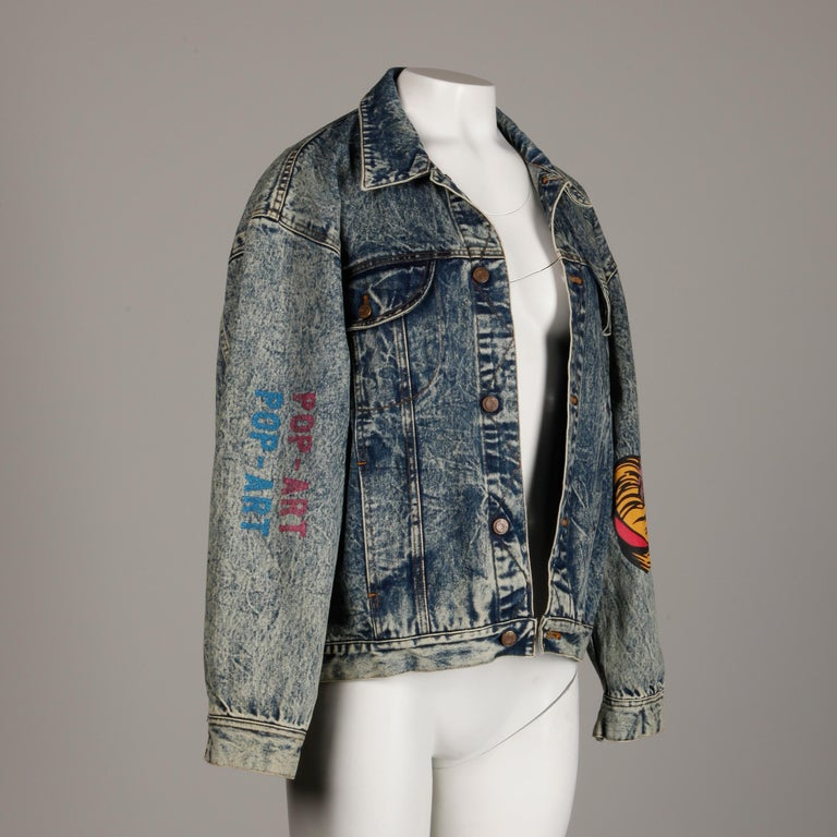 Incredible 1980s Vintage Comic Book Pop Art Acid Washed Denim Jean Jacket In Excellent Condition For Sale In Sparks, NV