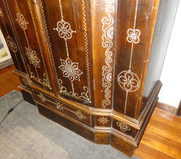 Indian 20th  Wardrobe Mother of Pearl Inlaid Wooden , with Mandalas For Sale 7